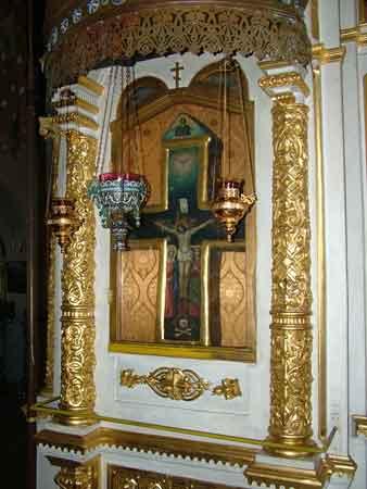 Каменный крест - святыня храма Воскресения Словущего Клинского района