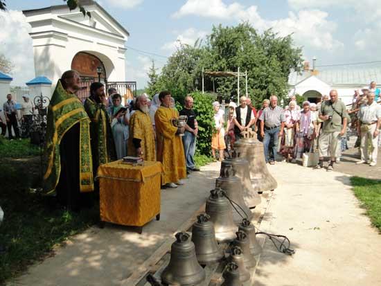 Молебен на освящение колоколов в храме Воскресения Словущего с. Шипулино Клинского благочиния